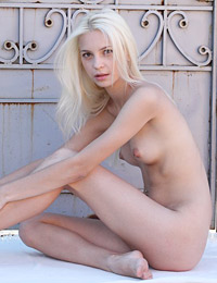 Model vika d in let me in