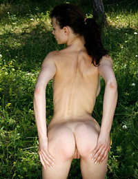 Model abby in nature gift