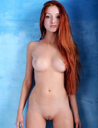 Model marga e in red head