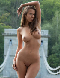 Model lizzie in a bridge to you