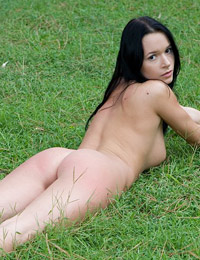 Model gwen in playing ground