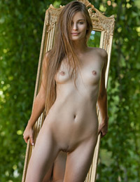 Model lena s in through the looking glass