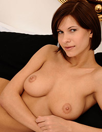 Model susi r in giving you all